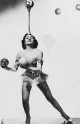 juggling-woman